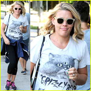 Busy Philipps Schools Confused Fan: 'Dude. I'm Not Pregnant'