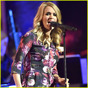Carrie Underwood Debuts a Tiny Baby Bump on Stage!