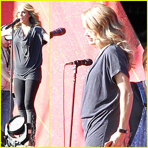 Carrie Underwood Displays Small Baby Bump For Global Citizen Festival Soundcheck