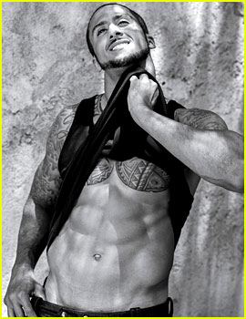 NFL Player Colin Kaepernick Bares Amazing Abs for 'V Man'!