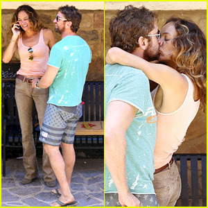 Gerard Butler Makes Out with His Mystery Gal Yet Again!