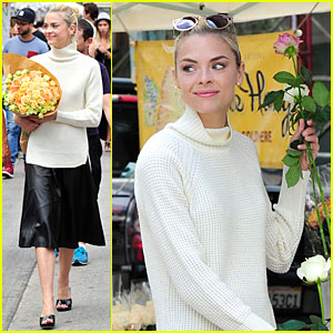 Jaime King Is Beautiful Like a Flower at The Farmer's Market