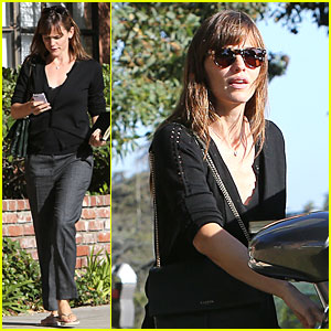 Jennifer Garner Says Ben Affleck Could Bench Press Her With His Buff Body