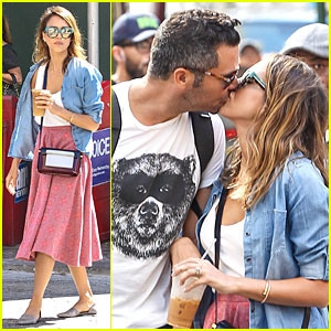 Jessica Alba & Husband Cash Warren Pack On the PDA in NYC!
