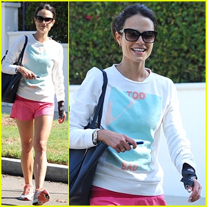 Jordana Brewster Appears Injured with a Splint on Her Wrist