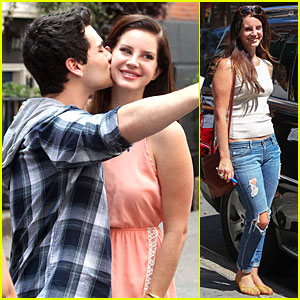Lana Del Rey Gets a Sweet Kiss on the Cheek From Fan