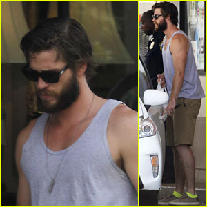 Liam Hemsworth Shows Off His Buff Biceps Down South!