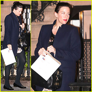 Liv Tyler Covers Baby Bump With FedEx Envelope