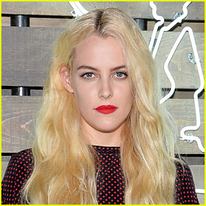 Riley Keough Lands Lead Role in Starz Series 'The Girlfriend Experience'!