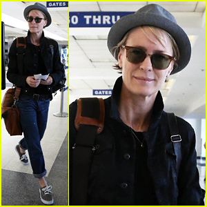 Robin Wright Pulls Off Her Fedora Look with Ease