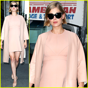 Pregnant Rosamund Pike Discusses Her Fluctuating Weight for 'Gone Girl' Role (Video)