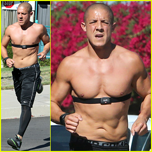 Sons of Anarchy's Theo Rossi Goes For a Shirtless Run, Discusses Juice's Chance for Survival on the Show!