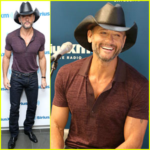 Here's Tim McGraw Reminding You That He Is Ripped at 47!