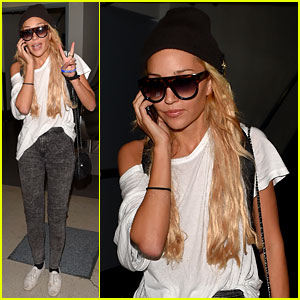 Amanda Bynes Lands in Los Angeles After Airport Problems