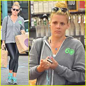 Busy Philipps Goes Natural & Make-up Free For Grocery Run