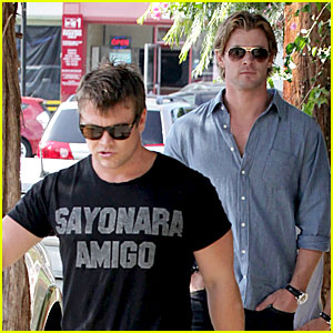 Chris Hemsworth Grabs Lunch with His Older Brother Luke!
