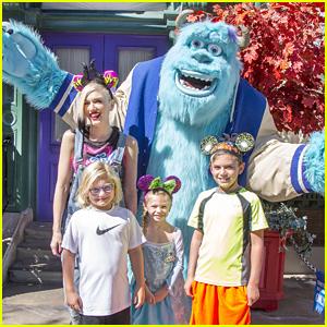 Gwen Stefani and Her Kids Kingston & Zuma Meet Sulley the Monster at Disney!