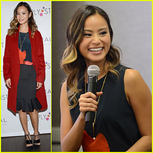 Jamie Chung Is Rooting for the Giants in the World Series 2014
