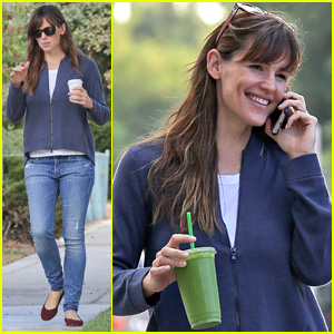 Jennifer Garner Steps Out After Ben Affleck Confirmed to Reprise 'Batman' Role in 'Justice League Part One'