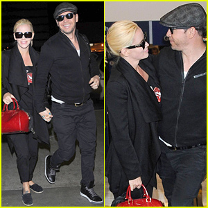 Jenny McCarthy & Donnie Wahlberg Share a Look of Love & Look Adorable
