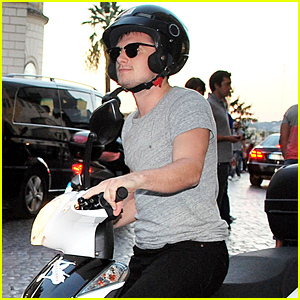 Josh Hutcherson Rides His Motorbike to Take In the Sights of Rome!