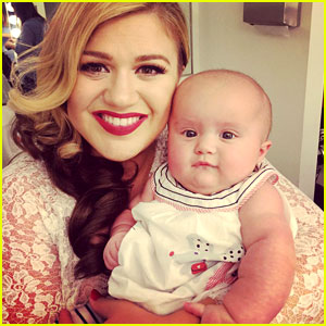 Kelly Clarkson Brings Baby River to Music Video Shoot! (Photo)