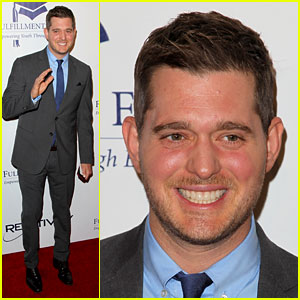Michael Buble Joins Idina Menzel in Christmas Album Trailer!