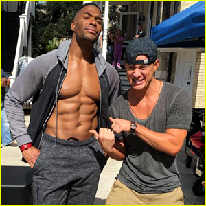 Michael Strahan Displays His Unreal Six Pack Abs While Shirtless on 'Magic Mike' Set!