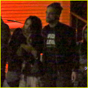 Robert Pattinson & FKA twigs Have a Date Night with Friends
