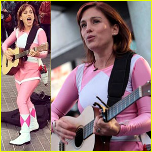 Amy Jo Johnson, the Original Pink Power Ranger, Gets Back Into Costume & Wins the Whole Week!