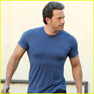 Ben Affleck's Batman Body is Buff Beyond Belief!