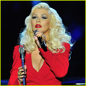 Christina Aguilera Sings 'Beautiful' For First Post-Baby Performance - Watch Now!
