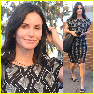 Courteney Cox Still Looks Ready For Summer Even in November