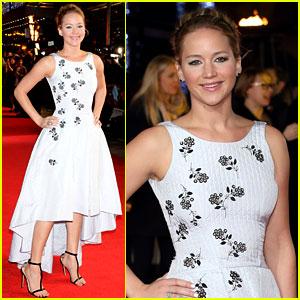 Jennifer Lawrence Works the Carpet at 'Hunger Games: Mockingjay' London Premiere!