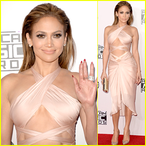 Jennifer Lopez Shows Off Her Killer Abs at American Music Awards 2014