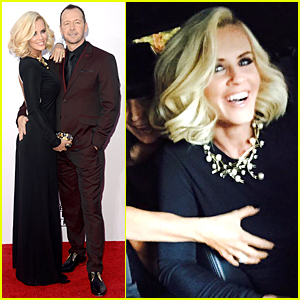 Jenny McCarthy Looks Happy to Be Groped Before American Music Awards 2014