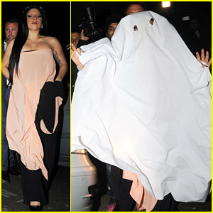 Lady Gaga Finds a Last Minute Costume in a Restaurant Table Cloth