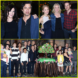 Lauren Graham & Ray Romano Celebrate 100 Episodes of 'Parenthood' with the Cast