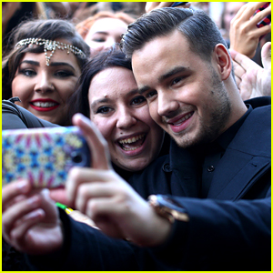 Liam Payne Defends His 'Fake' Smiles While Taking Selfies