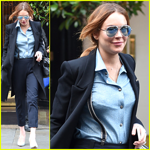 Lindsay Lohan Faces the Photogs For the First Time in Weeks