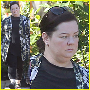 Melissa McCarthy Gets in Touch with Nature While Plant Shopping