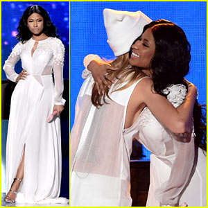 Nicki Minaj Performs 'Bed of Lies' with Skylar Grey at AMAs 2014 - Watch Now!