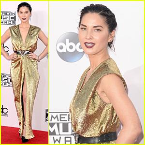 Olivia Munn is a Golden Goddess at American Music Awards 2014