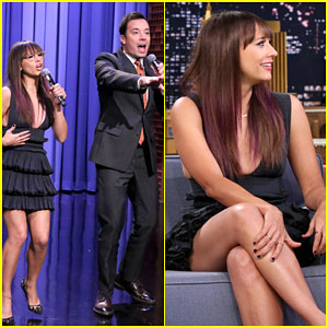 Rashida Jones Sings Holiday Parodies of Ariana Grande & Sam Smith Songs with Jimmy Fallon
