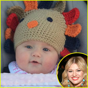 Kelly Clarkson Shares Adorable Thanksgiving Picture of Daughter River Rose