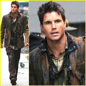 Robbie Amell Hits 'The Flash' Set As Firestorm - See the Pics!