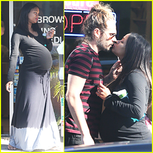 Pregnant Zoe Saldana & Marco Perego Kiss After Pampering Session