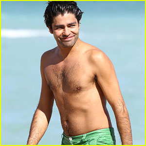 Adrian Grenier Gets Shirtless & Wet in Miami