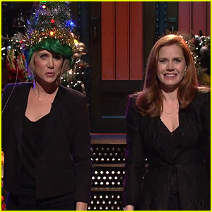Amy Adams Sings with Kristen Wiig for 'SNL' Monologue (Video)