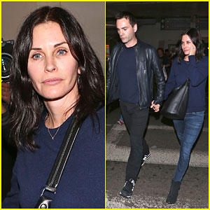 Courteney Cox & Johnny McDaid Stay Close After Vacation Together